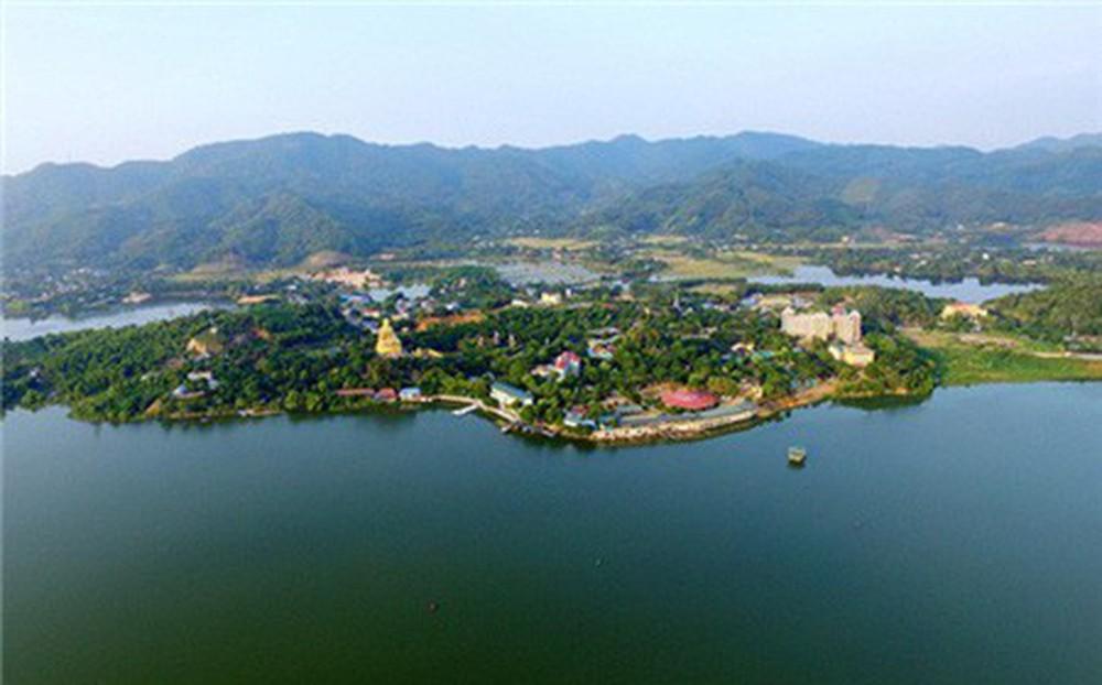 Hồ Núi Cốc - chiếc gương soi khổng lồ tại Thái Nguyên
