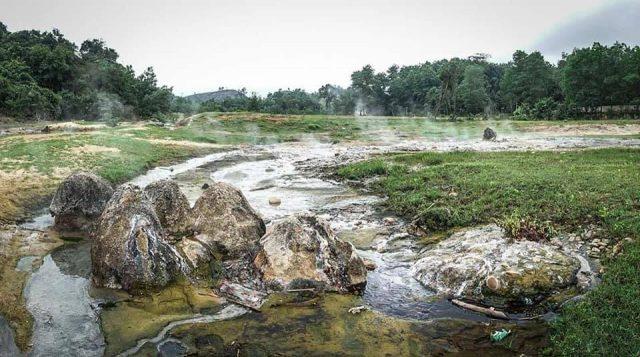 Suối nước nóng giữa lòng Quảng Bình