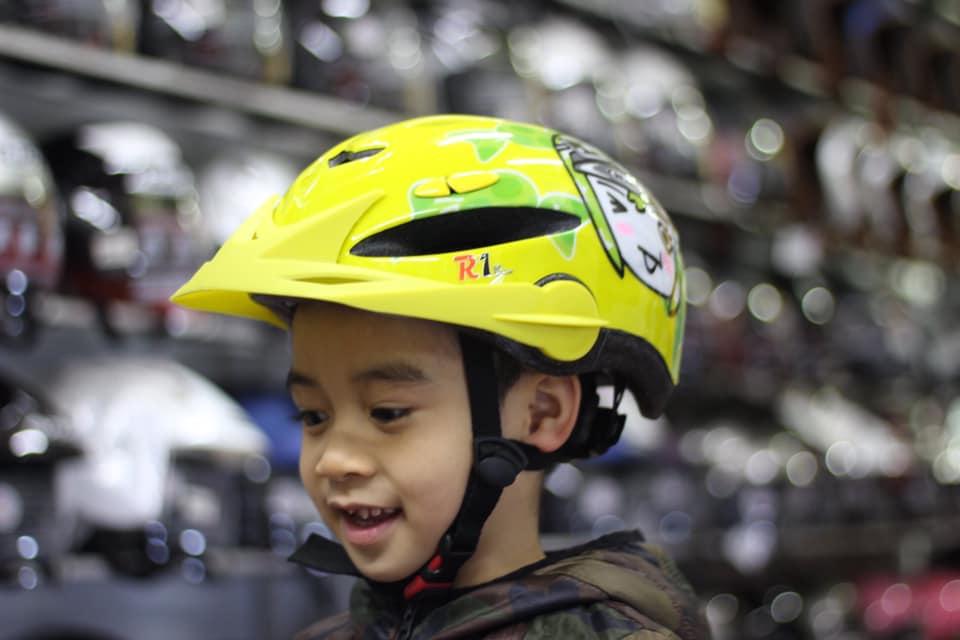 Mũ bảo hiểm trẻ em HJC siêu nhẹ